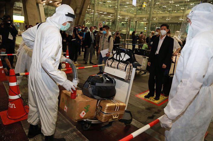 Thailand's Suvarnabhumi Airport welcomes 39 Chinese tourists from Shanghai on Oct. 20.