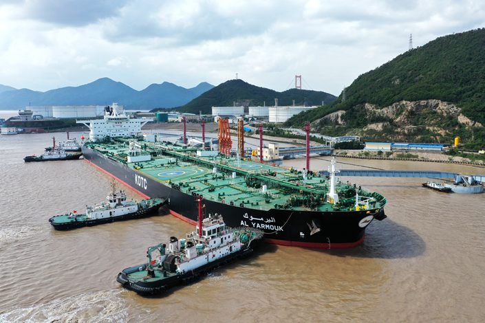 A tanker unloads crude oil at Shihua Port in Zhoushan city, East China's Zhejiang Province, Oct. 15, 2020. Photo: IC Photo