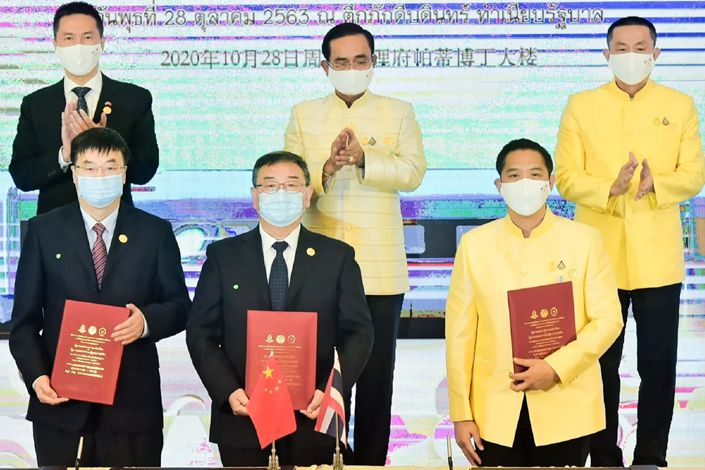 Thai Prime Minister Prayuth Chan-ocha, top center, attends thesigning ceremony for a Chinese-backed high-speed rail project. Photo: Office of the Prime Minister