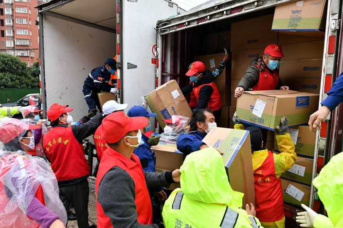 Charity organizations collect materials bound for the frontline workers of Hubei province in Fuzhou, East China's Fujian province, Feb. 3.