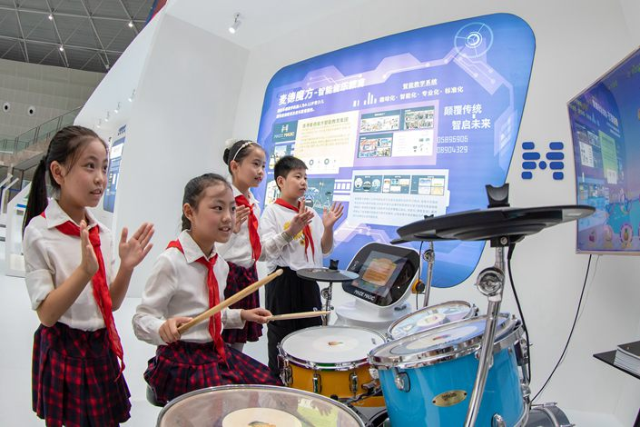 Students experience AI-based music education in Hai'an, Jiangsu province, on Aug. 26.