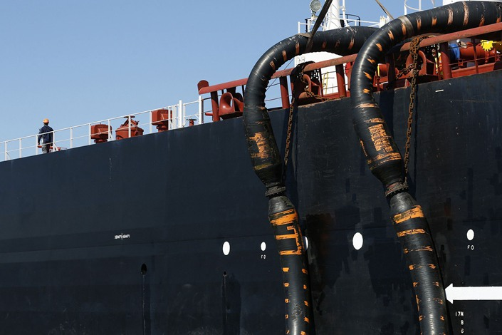Oil pipes connect the Monte Toledo oil tanker to an offshore pumping station as it delivers a shipment of Iranian oil to the Cia. Espanola de Petroleos SA refinery near Algeciras, a few miles from Gibraltar, on March 6, 2016.  Photo: Bloomberg