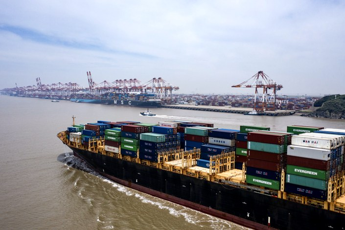 A ship loaded with containers approaches the Yangshan Deepwater Port in Shanghai on July 12. Photo: Bloomberg