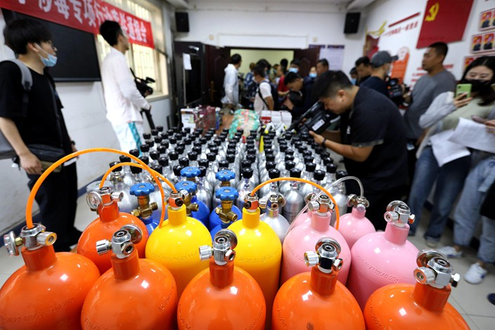 Police in Zhengzhou, Henan province, break up a criminal gang involved in the illicit sale of laughing gas in June this year.