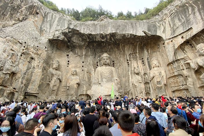A crowd gathers at the Longmen Grottoes on Oct. 4 in Luoyang, Central China's Henan Province.