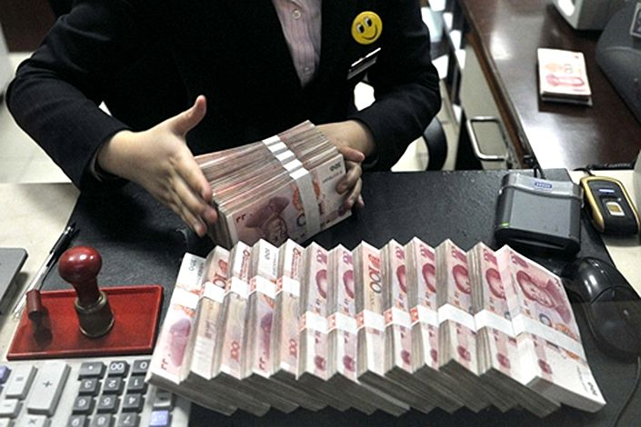 China's local governments have been charged with cleaning up the problems at banks under their jurisdiction.