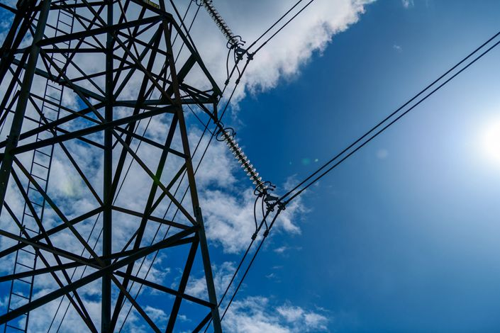 Electrical power lines hang from a transmission pylon in Danderyd, Sweden, on Monday, May 6, 2019. Photo: Bloomberg