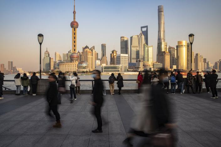 Visitors walk on the Bund in Shanghai on Dec. 21, 2020. Photo: Bloomberg