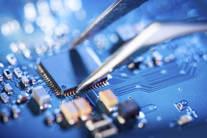 A major U.S. semiconductor industry association called on U.S. President Joe Biden to reconsider the many restrictions imposed on the sector's exports to China under his predecessor.