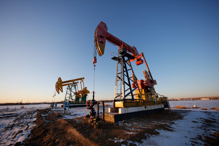Heavy machinery pumps oil from an oilfield on Nov. 27 in Daqing, Northeast China's Heilongjiang province.