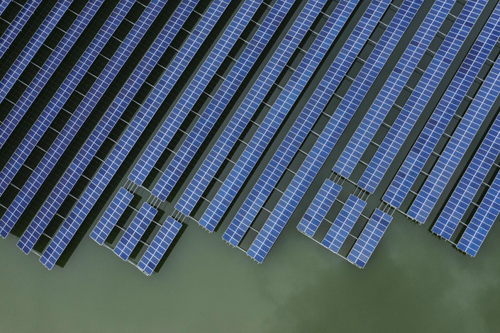 Photovoltaic panels sit in a floating solar farm on the outskirts of Ningbo, East China's Zhejiang Province, on April 22. Photo: Bloomberg