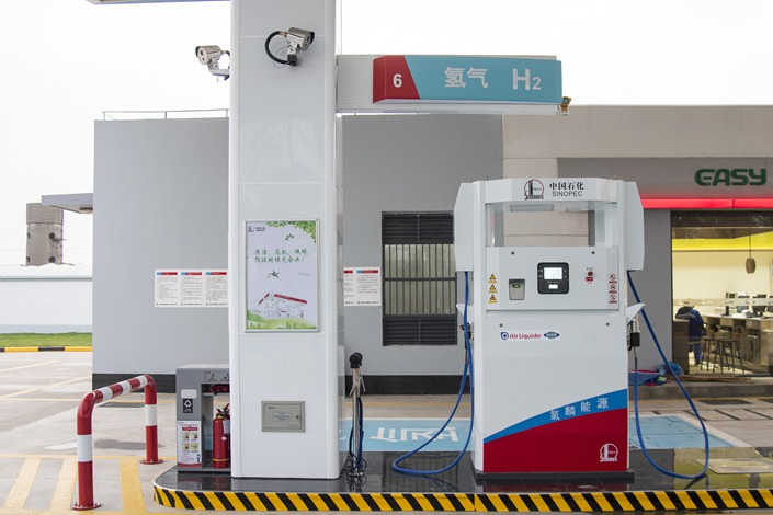 A hybrid fossil fuel and hydrogen filling station in Shanghai in November 2019. Photo: VCG
