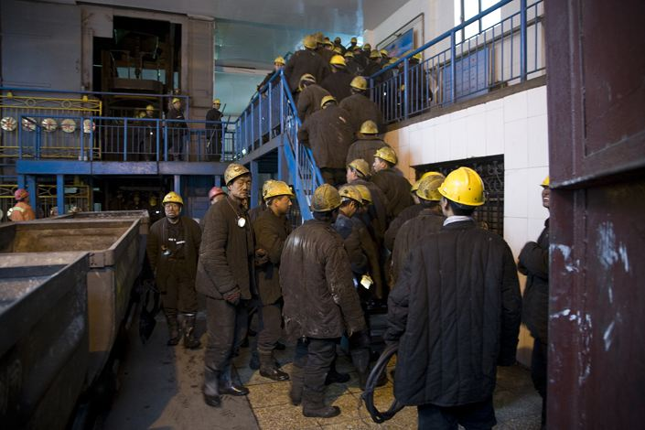 Workers change shifts at a state-run coal mine near Datong, North China's Shanxi Province. Photo: VCG