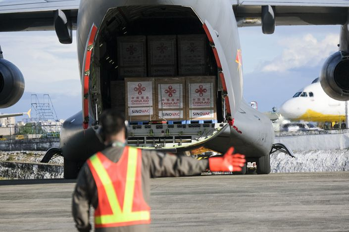 Containers of the Sinovac Covid-19 vaccine arrive on a Chinese military aircraft in Manila on Feb. 28. Photo: Bloomberg