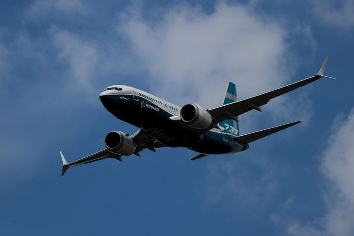 A Boeing Co. 737 Max 7 jetliner flies during the flying display on the opening day of the Farnborough International Airshow 2018 in Farnborough, U.K. Photo: Bloomberg