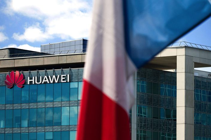 A French national flag hangs near the Huawei Technologies France SASU offices in Paris, France, on July 7, 2020. Photo: Bloomberg