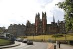 中国学生申请英本科留学者增21% 今年录取竞争激烈