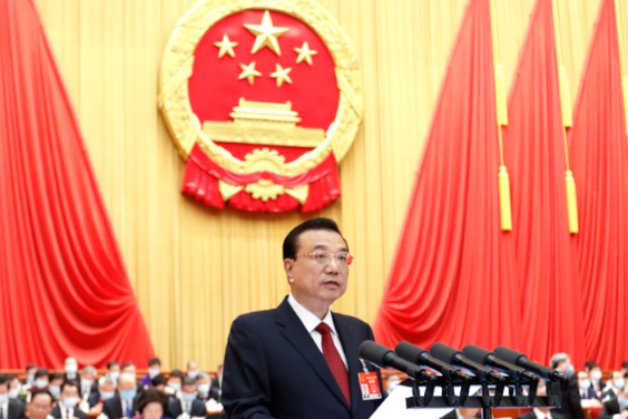 Premier Li Keqiang delivers the government work report to the annual session of the National People's Congress in Beijing on Friday. Photo: Central government website