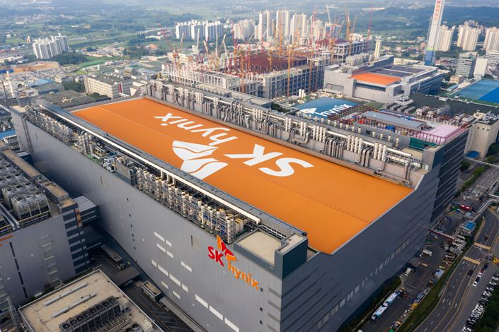 The SK Hynix Inc. logo is displayed atop the company's semiconductor plant in this aerial photograph taken above Icheon, South Korea. Photo: Bloomberg