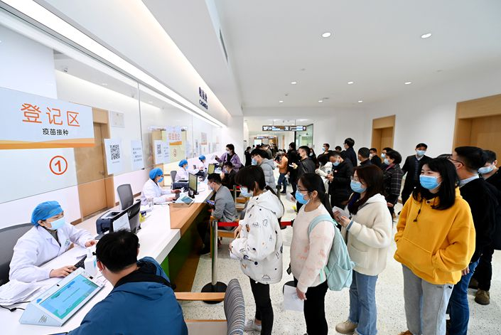 Wuhan residents recieve Covid-19 vaccinations. Photo: VCG