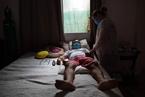 疫情或致1.12亿人陷极端贫困 巴西年轻人病死数上升丨大流行手记(3月26日)