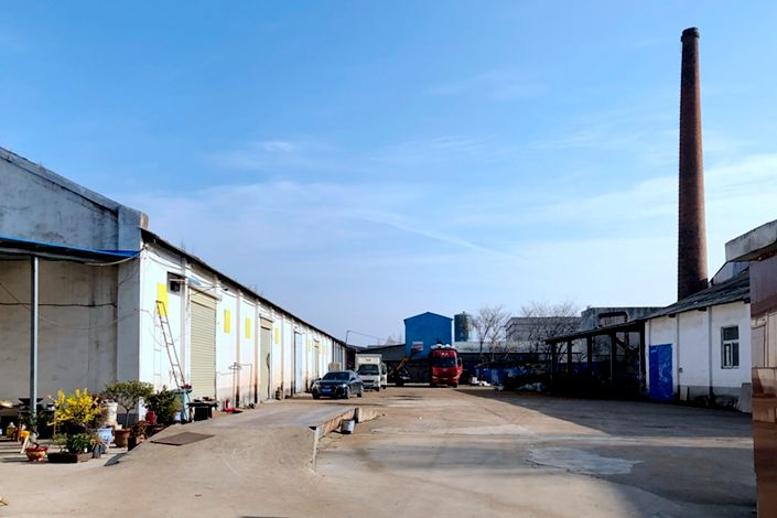 Yellow squares mark the walls of a row of warehouses used to store used batteries at the former site of Jiancheng Xingye Environmental Protection Technology on March 2. Photo: Zhou Tailai/Caixin