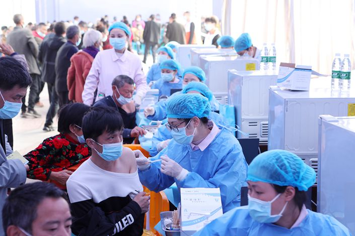 People recieve Covid-19 vaccinations in Chongqing on April 12. Photo: VCG