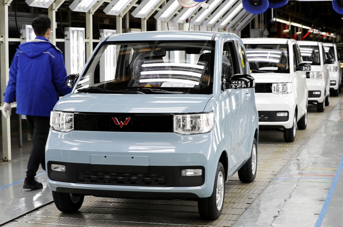 The Hongguang MINI EV sits on the SAIC-GM-Wuling production line on Feb. 17 in Qingdao, East China's Shandong province. Photo: VCG