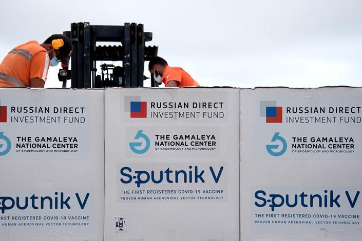 Workers move shipments of Sputnik V at Simon Bolivar International Airport in Caracas, Venezuela, on March 29. Photo: VCG
