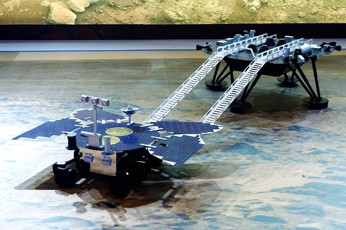 Models of China's Tianwen-1 lander and Zhurong rover. Photo: VCG