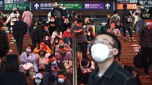 大风致多趟列车晚点 北京西站旅客五一出行受阻