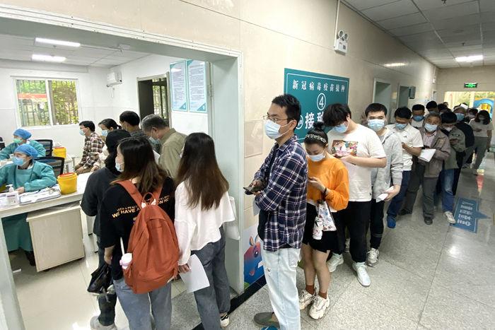 最新疫情:全国新冠累计确诊90686例 累计接种新冠疫苗超2.7亿剂次