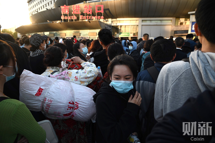 Sixteen high speed trains were cancelled on Saturday, and a further eight on Sunday, according to the station operator. Photo: Cai Yingli/Caixin