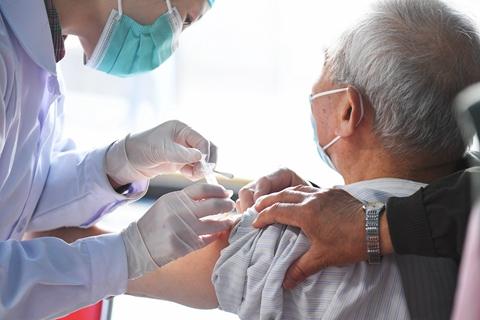 最新疫情:全国新冠累计确诊90714例 累计接种新冠疫苗近2.8亿剂次