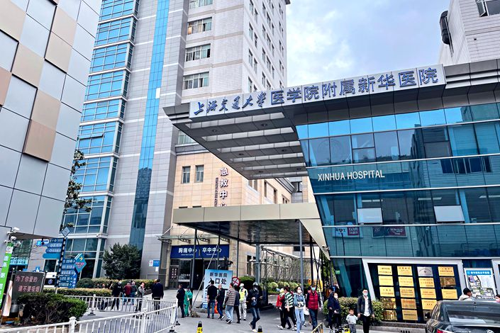 Lu Wei, deputy chief physician in general surgery at the Xinhua Hospital Affiliated to Shanghai Jiao Tong University School of Medicine, has been suspended from duty and is now under investigation for malpractice. Photo: Xu Wen/Caixin