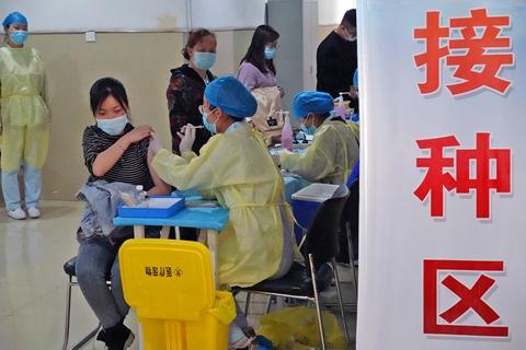最新疫情:全国新冠累计确诊90726例 累计接种新冠疫苗超2.89亿剂次