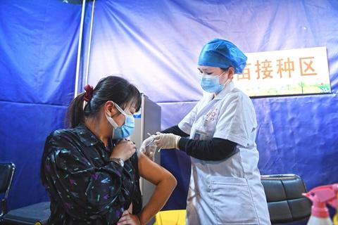最新疫情:全国新冠累计确诊90739例 累计接种新冠疫苗超2.97亿剂次