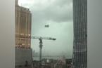 武汉暴雨工地吊篮撞向高楼 篮内2名工人遇难