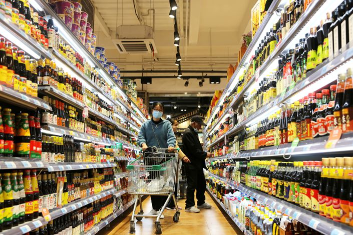 Consumers shop at a supermarket in Lianyun district of Lianyungang city, East China's Jiangsu province, on May 11. Photo: VCG