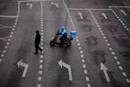 报告指外卖员超时劳动普遍 近半众包骑手无用工合同