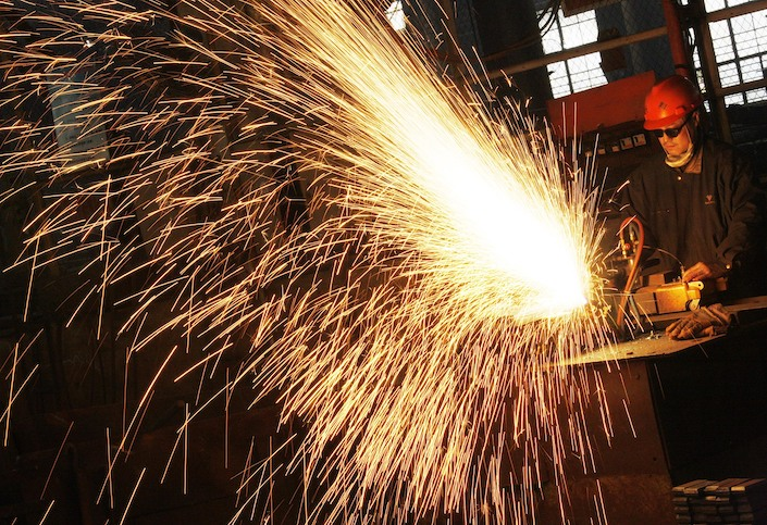The climbing price of steel is putting the shipbuilding industry under heavy cost pressure.