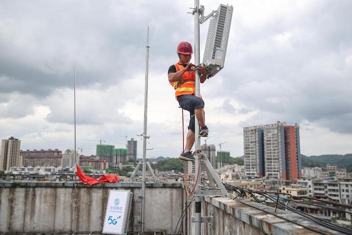 A worker is installing a 5G base station in Guizhou.