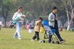 """专家预测""""三孩""""政策至迟年底落地 人口增长有限"""