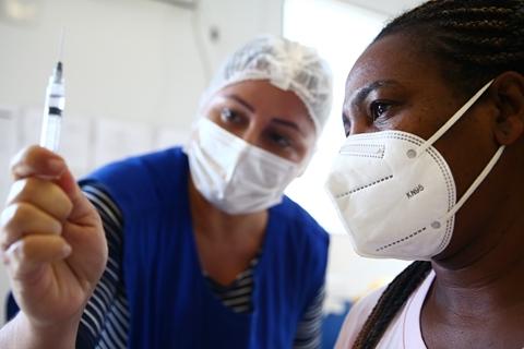 巴西公布科兴疫苗真实世界数据 一城市确诊率下降80%