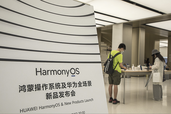 People try out Huawei smartphones at a HarmonyOS launch event on Wednesday in Shanghai. Photo: VCG