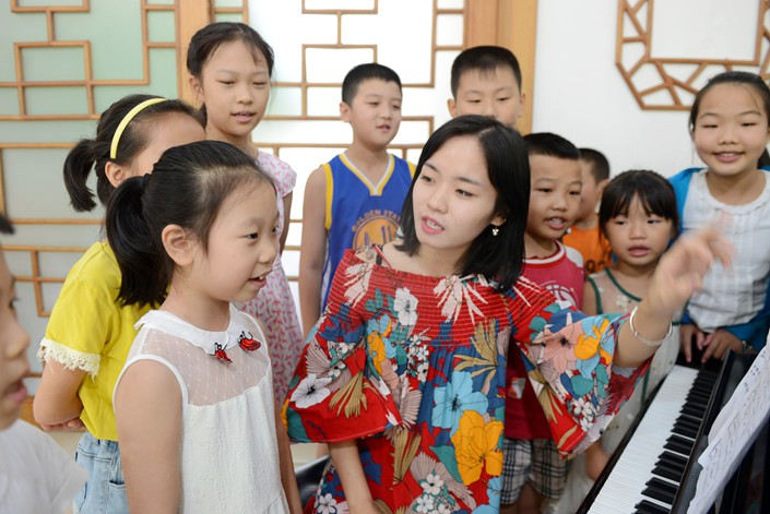 nullA music teacher gives students a piano lesson in August 2018 at the Zigui County Cultural Center in Zigui county, Central China's Hubei province. Photo: VCG
