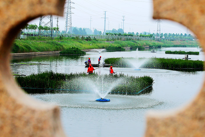 Environmental protection staff at work in Dongying, Shandong province, on June 3. Photo: VCG