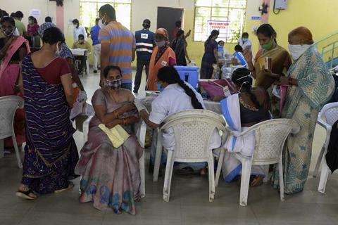 印尼单日新增感染破万 越南吁加快COVAX疫苗交付|大流行手记(6月17日)