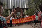 广州荔湾区芳村片区今日解封,居民纷纷出门庆祝 看见
