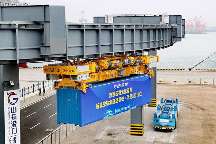 The air-rail distribution system at the port of Qingdao in East China's Shandong province started operating Tuesday. Photo: VCG